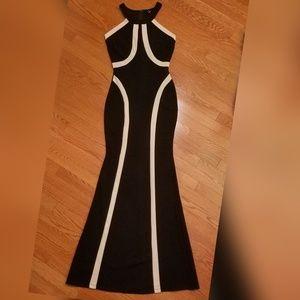 Windsor long formal silhouette dress black nude M